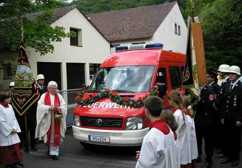 Segnung des MFZ bei der Freiwilligen Feuerwehr Hausen im Jahr 2005